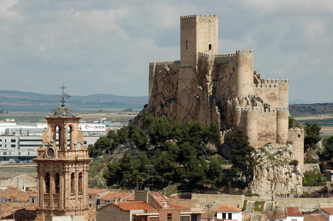 CASTILLO DE ALMANSA (ALBACETE).jpg