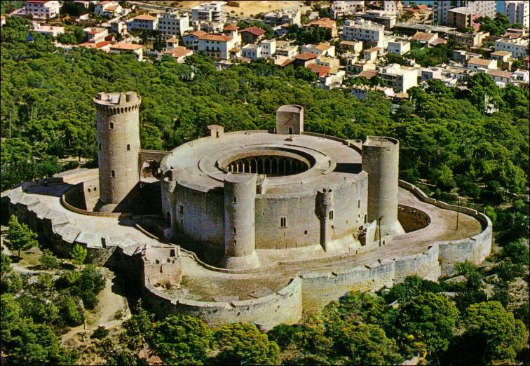 CASTILLO DE BELLVER DE PALMA DE MALLORCA.jpg