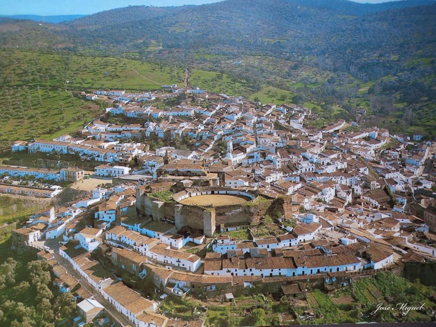 PLAZA DE TOROS DE AROCHE (HUELVA).jpg