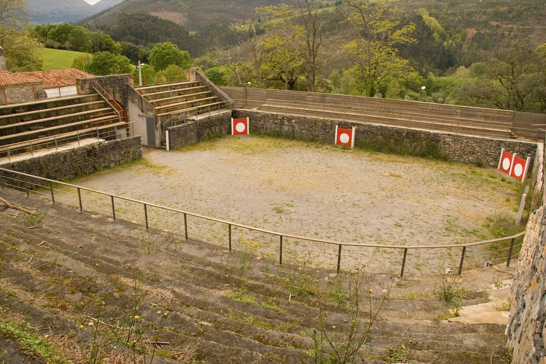 PLAZA DE TOROS DE RASINES (CANTABRIA).jpg