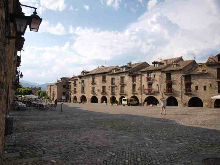 PLAZA MAYOR DE AÍNSA.jpg