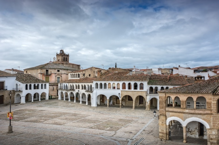 PLAZA MAYOR DE GARROVILLAS DE ALCONETAR