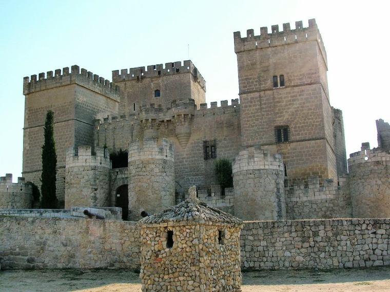 CASTILLO DE AMPUDIA (PALENCIA)