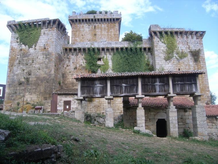 CASTILLO DE PAMBRE EN PALAS DE REI (LUGO).jpg