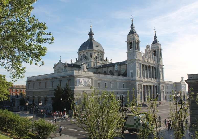 CATEDRAL DE LA ALMUDENA (MADRID).jpg
