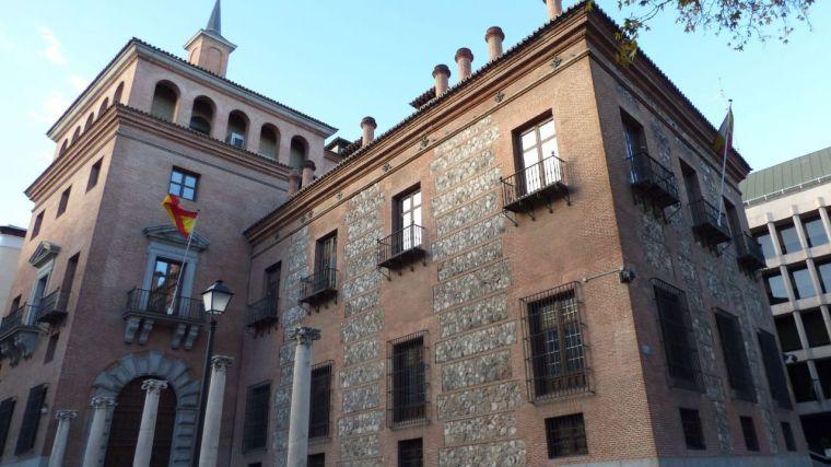 LA CASA DE LAS 7 CHIMENEAS (MADRID).jpg
