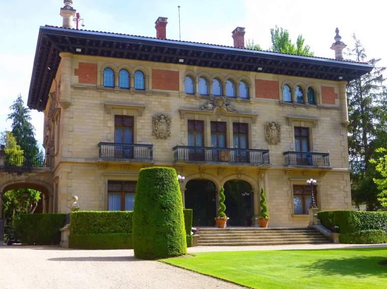 PALACIO DE AJURIA-ENEA (VITORIA).jpg