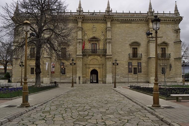 PALACIO DE SANTA CRUZ (VALLADOLID) Monumento renacentista más antiguo de España.jpg