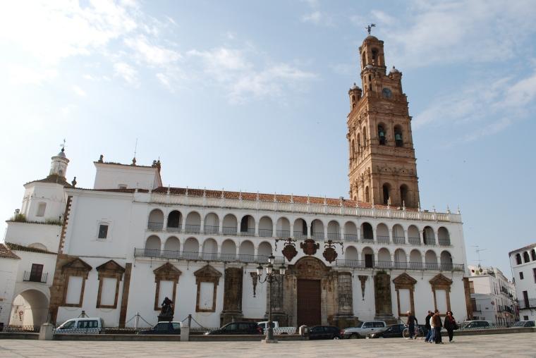 IGLESIA DE NUESTRA SEÑORA DE LA GRANADA EN LLERENA (BADAJOZ)