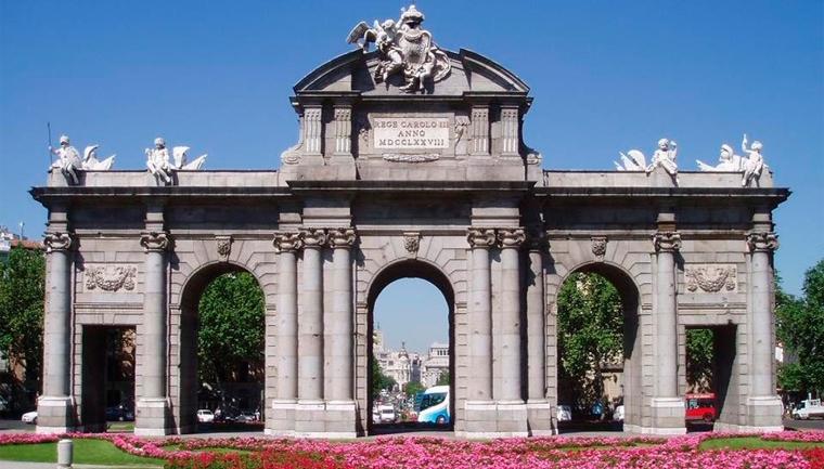 16. PUERTA DE ALCALÁ (MADRID)