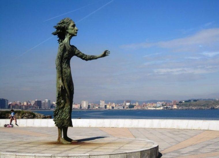 17. MONUMENTO A LA MADRE DEL EMIGRANTE (GIJÓN)