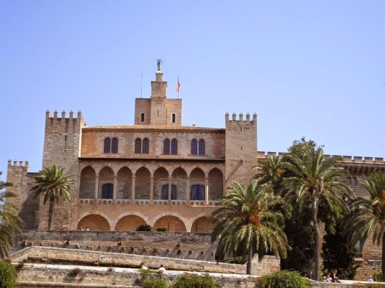 3. PALACIO DE LA ALMUDAINA