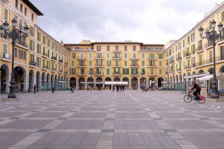 4. PLAZA MAYOR DE PALMA DE MALLORCA
