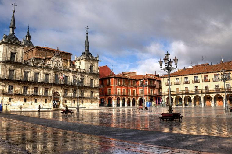 5. PLAZA MAYOR Y ANTIGUO CONSISTORIO (LEÓN)