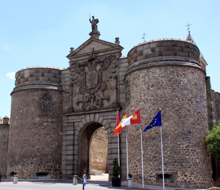 9. PUERTA ANTIGUA DE BISAGRA (TOLEDO)